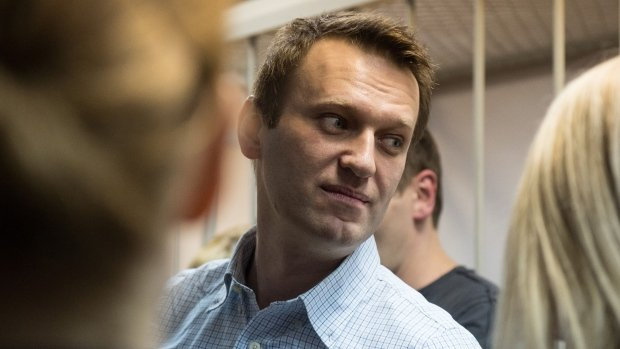 Alexei Navalny avoids jail in fraud case