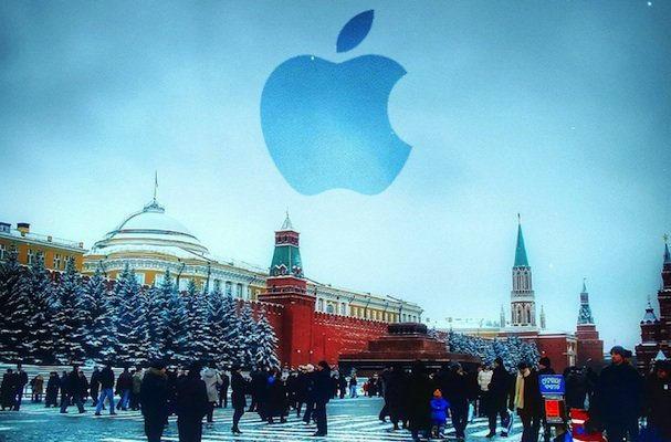 Apple stops Russia online sales