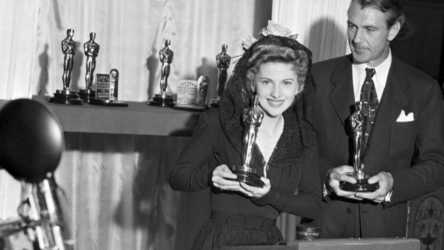 Joan Fontaine Oscar statuette