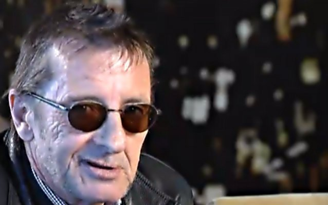 Phil Rudd phone threat
