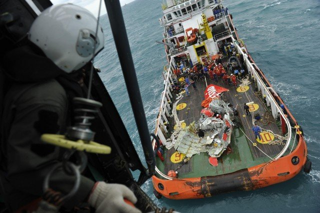 Indonesian teams searching for AirAsia flight QZ8501 main fuselage