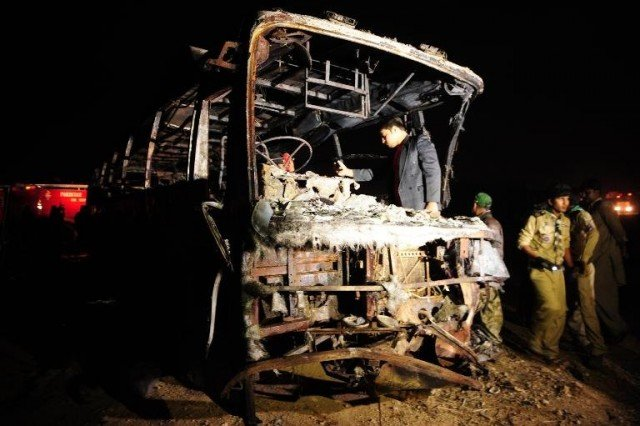 Pakistan bus crash January 2015