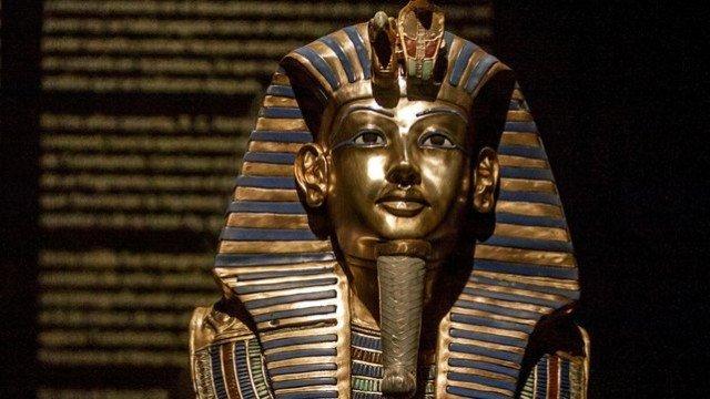 Tutankhamun's beard glued back on