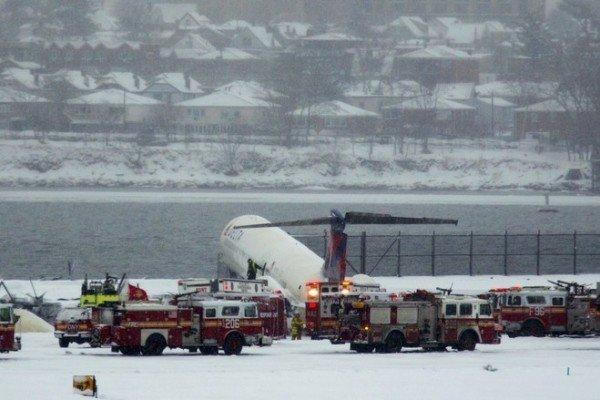 Delta Air Lines plane La Guardia