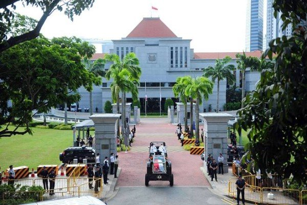 Lee Kuan Yew coffin transferred for lying in state at Singapore's parliament