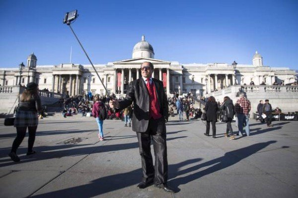 Selfie stick ban at National Gallery in London
