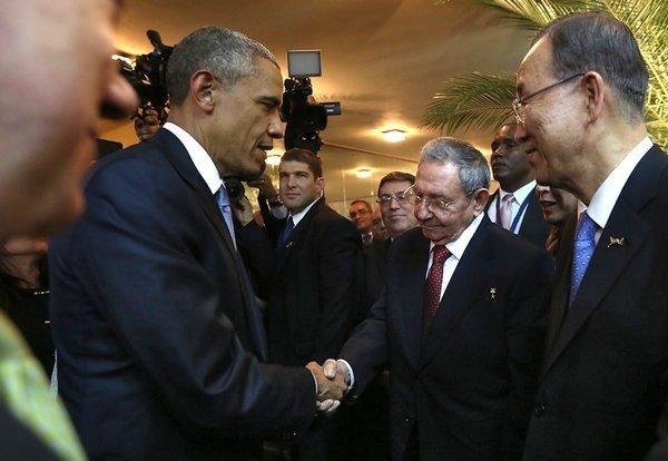 Barack Obama handshake Raul Castro