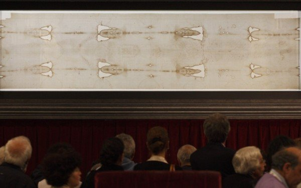 Shroud of Turin public display 2015