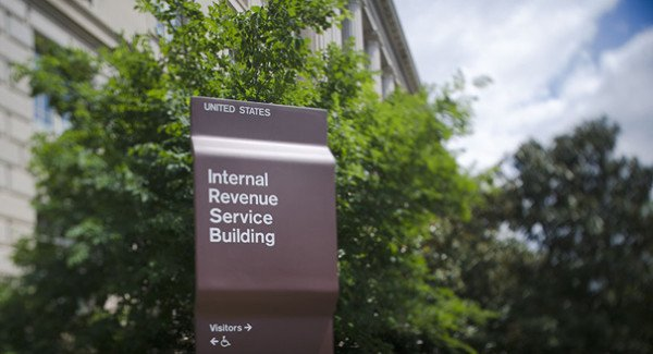 IRS employees evade taxes