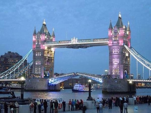 Royal princess pink Tower Bridge