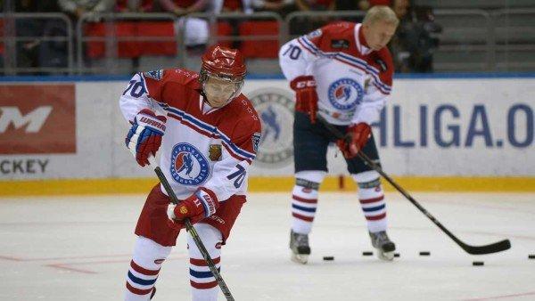 Vladimir Putin hockey Sochi