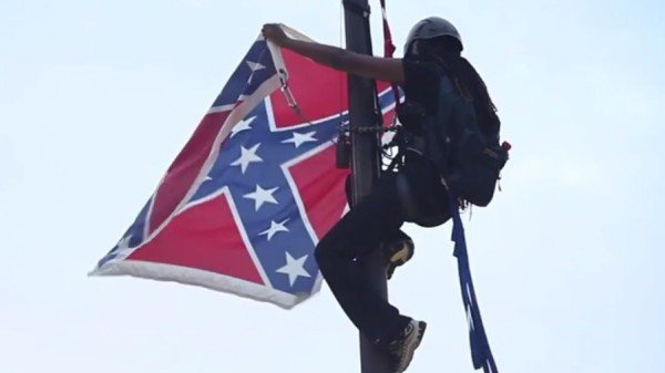 Bree Newsome removes Confederate flag