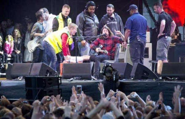 Dave Grohl breaks leg onstage in Gothenburg