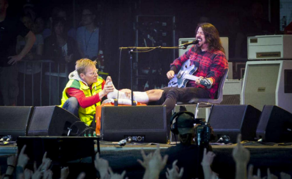 Dave Grohl broken leg Gothenburg