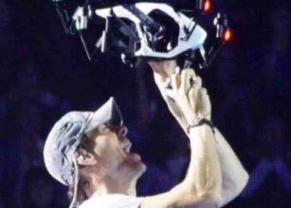 Enrique Iglesias drone injury 2015
