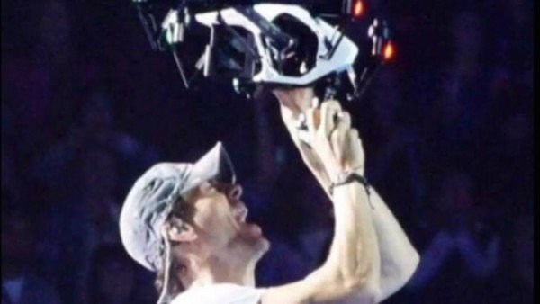 Enrique Iglesias injured by drone in Mexico