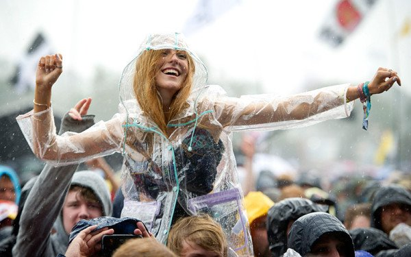 Glastonbury 2015 rain and mud