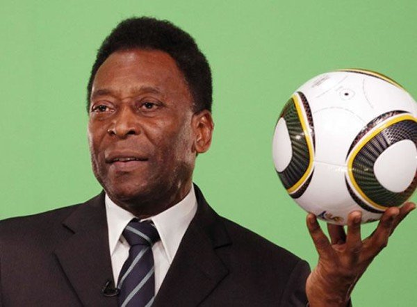 Pele hospitalized again
