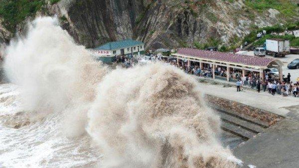 Typhoon Chan hom China 2015