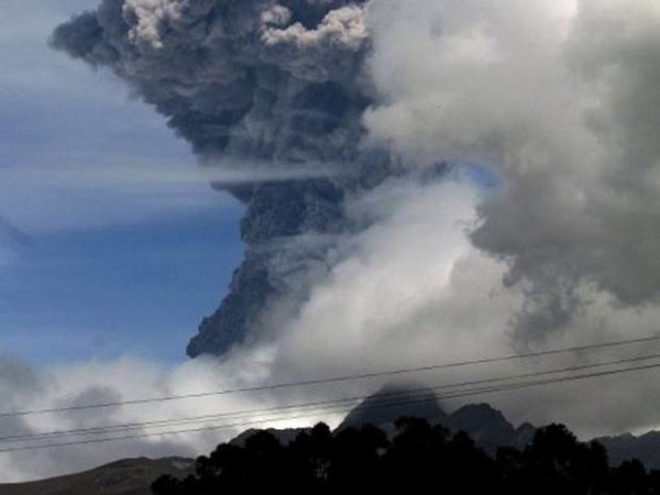 Cotopaxi volcano eruption 2015