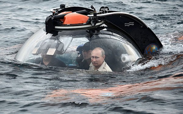 Vladimir Putin bathyscaphy Crimea
