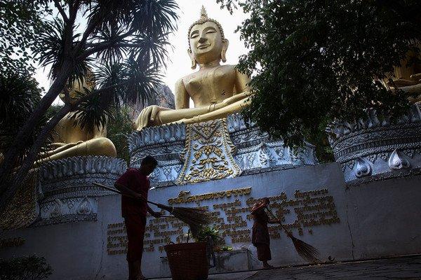 Wat+Tham+Krabok+Monastery+Becomes+Thailand+YK26hdQsLPCl