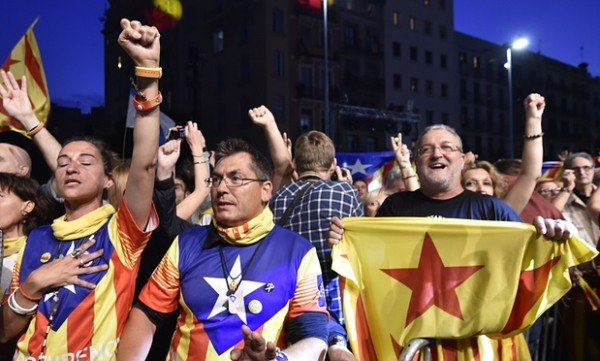Catalonia separatists win regional elections 2015