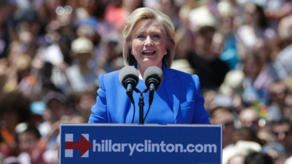 Hillary Clinton apologizes for using private email