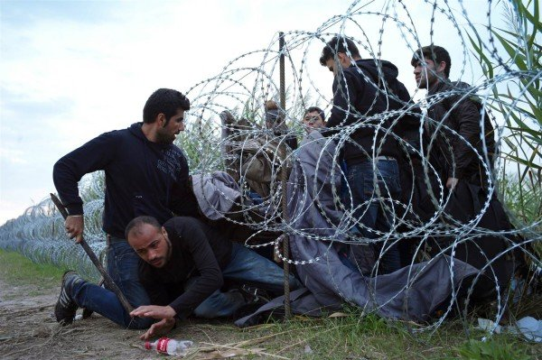 Hungary refugees at border fence