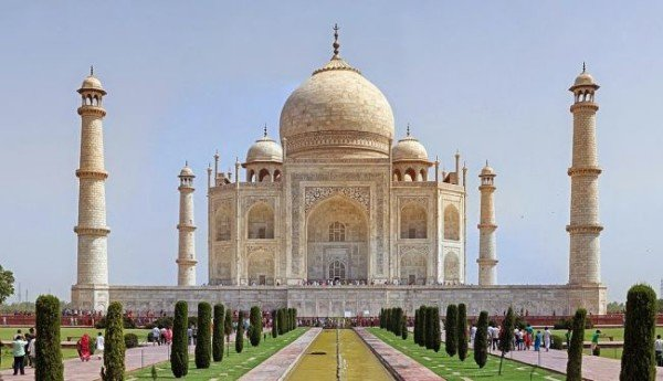 Japanese tourist dies at Taj Mahal