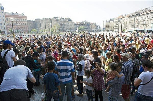 Migrants protest Keleti train station