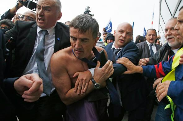 Air France Executives Attacked by Protesters During Job Cut Talks