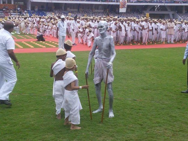 Mahatma Gandhi dress Guinness World Record