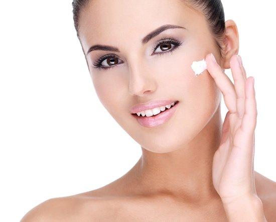 retinol-skincare-woman-smiling