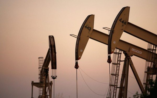 Oil prices fall below 28