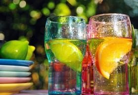 the-benefits-of-alkaline-lifestyle-plates-water-glasses