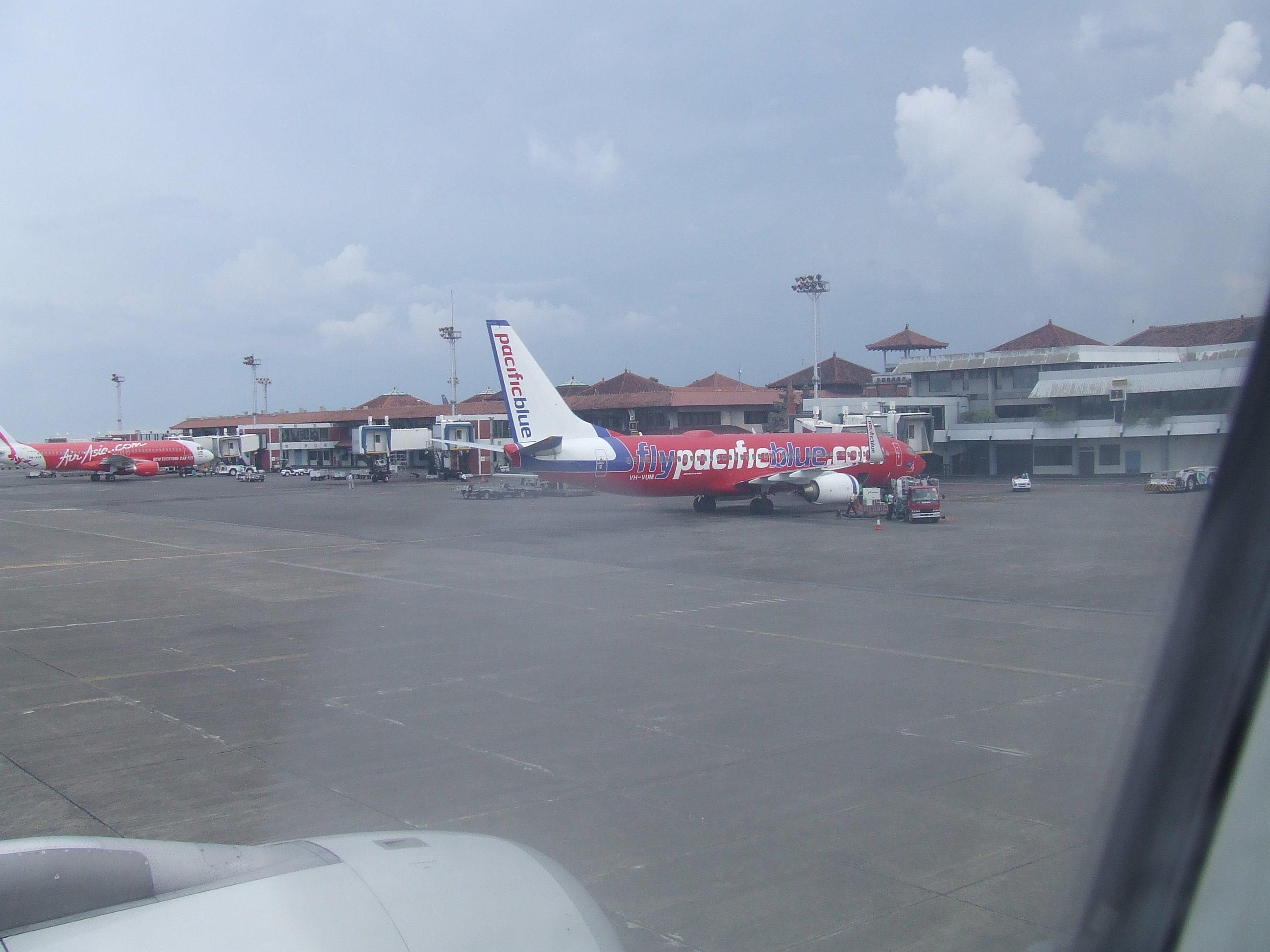 Aeroporto Denpasar : Bali volcano flights resume after three days of